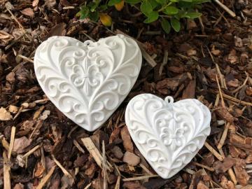 Herz mit Ornament hängend klein