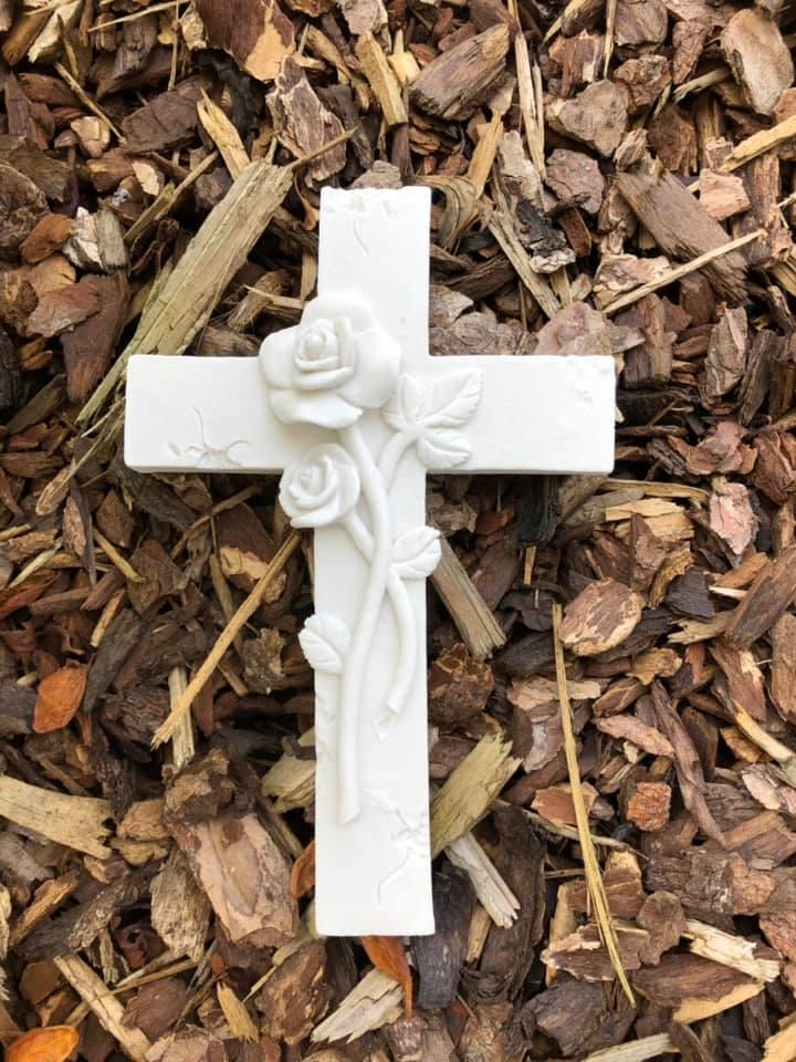 Kreuz mit Rose